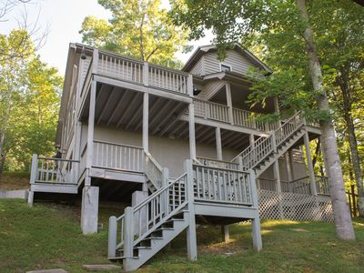 Photo for Lovely, modern cabin in wooded setting with jet tub & deck with views