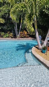 Beautiful Bungalow, heated pool and spa in the backyard oasis, 3 bed 3 bath close to beach