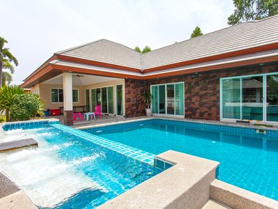 Photo for ⭐6BR Modern Villa w/Large Pool, Garden & Karaoke