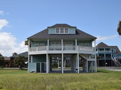 Photo for Gorgeous 2nd row beach view property - Beachy Keen