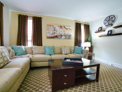 Spacious, Mod 2nd Floor Unit - Available Short-term, Long-term And Corp Lease