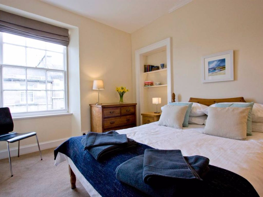 2 Bedroom Flat In Stockbridge Sleeps 4 Two Bedroom Apartment Sleeps 4 London Best Places To