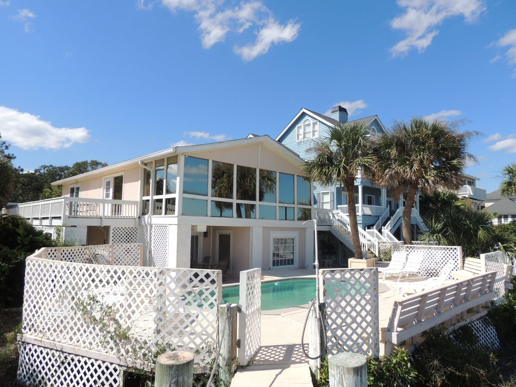 Cute summer oceanfront beach house with private pool for Cute beach houses