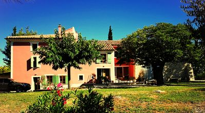 Photo for Les Roucas: studio type, guaranteed Provençal charm, garden and pool view