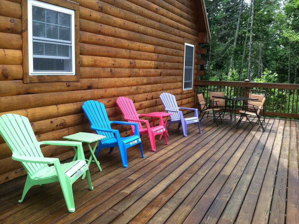 Maine hideaway near sunday river lg deck indoor hot for Cabin rentals in maine with hot tub
