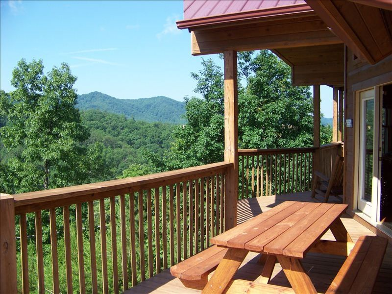 Storyteller cabin views fire pit dog friendly pool for Gatlinburg cabins with fishing access
