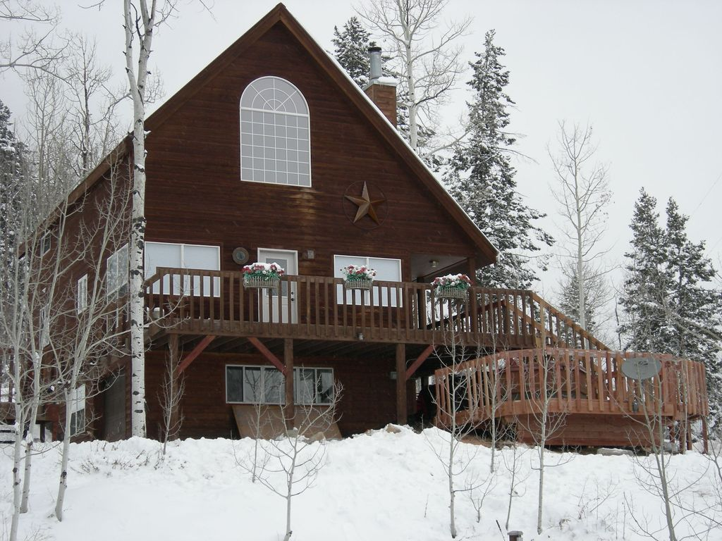 Lovely cabin located between downtown and ski resort hot for Ski cabin rentals colorado