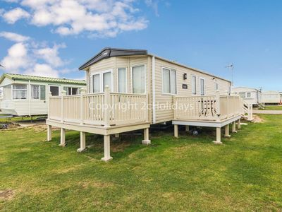 Photo for 8 berth caravan for hire at St Osyth beach holiday park in Essex ref 28013FI