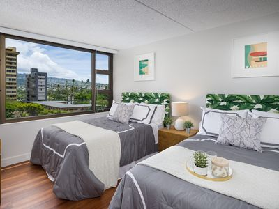 Photo for Brilliant 1 Bedroom at Waikiki Banyan
