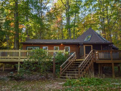 Photo for Cute & Inviting 3 Bedroom with an incredible lakefront!
