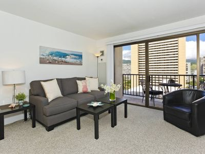 Photo for Corner unit with mountain view, full kitchen, AC, free WiFi and one parking!