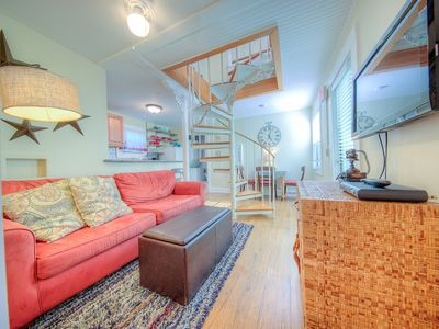 Photo for Dog-friendly duplex apartment w/ shared pool & prime downtown location!