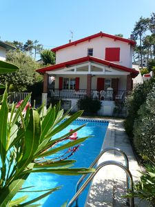 Photo for Pyla sur mer Holiday home with salt pool 300 m from the beach