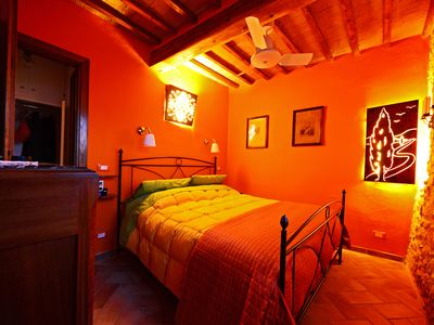 Photo for Charming Gateway to Tuscany - The scenic House of the Lamps in Val d'Orcia