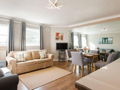 Photo for Gorgeous 2BR Flat in Charming Earls Court