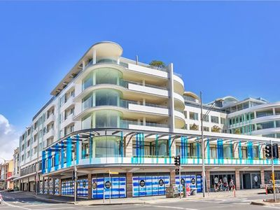 Photo for PACIFIC CHIC LUXURY | BEACH FRONT - Bondi Beach