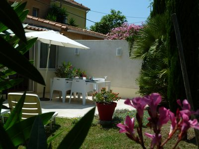 Photo for Small detached pavilion. Garden. Beach of Sablettes at 200m