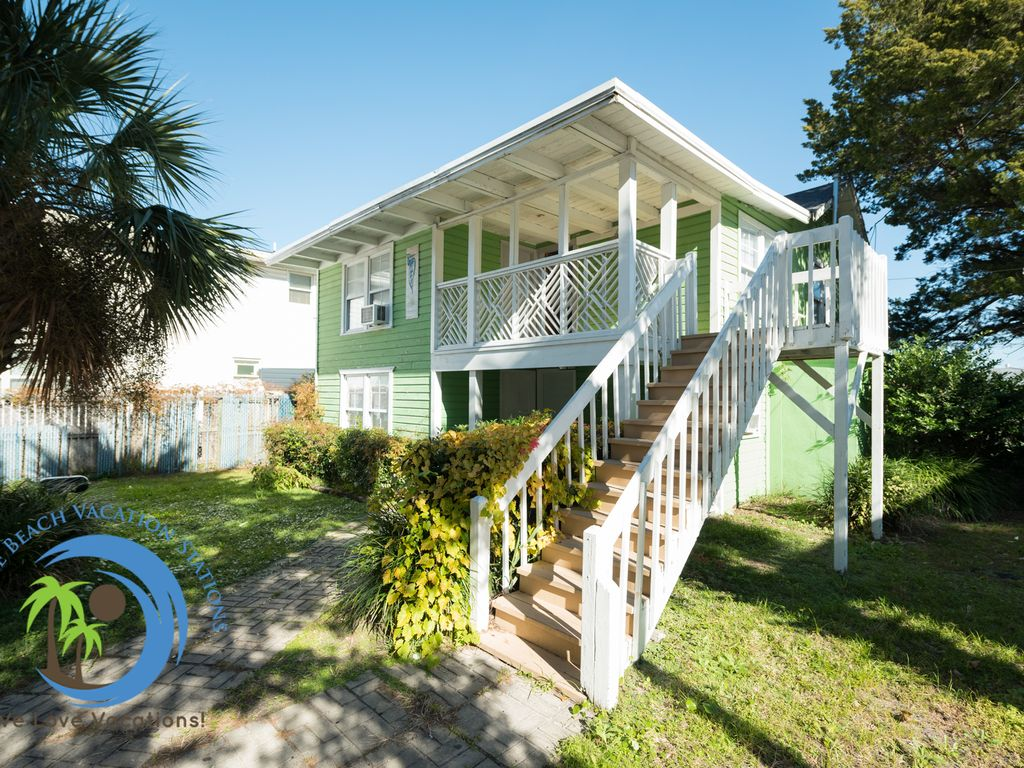 Beach Nook UP ! Across the street from the ... - HomeAway