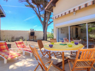 Photo for 2 bedroom Villa, sleeps 6 with FREE WiFi and Walk to Beach & Shops