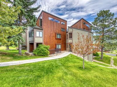 Photo for Top floor loft w/ shared pool & hot tub - just steps to Gondola Square
