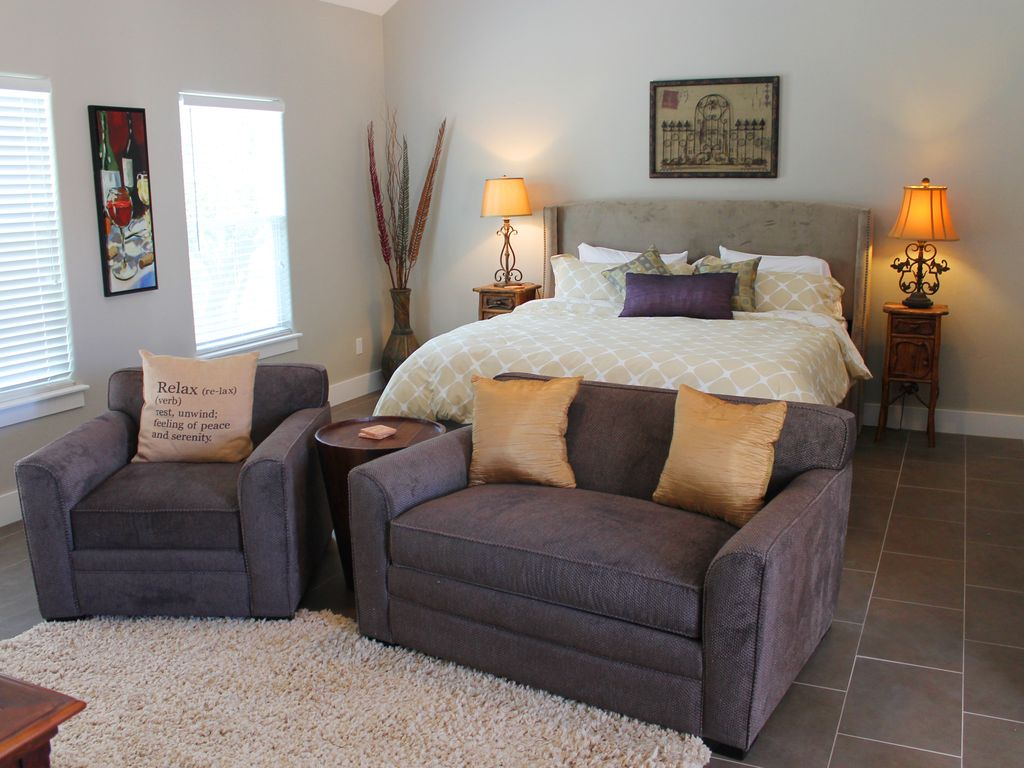 cottage d 39 vine hill country views 10 minutes en voiture du centre ville de fredericksburg. Black Bedroom Furniture Sets. Home Design Ideas
