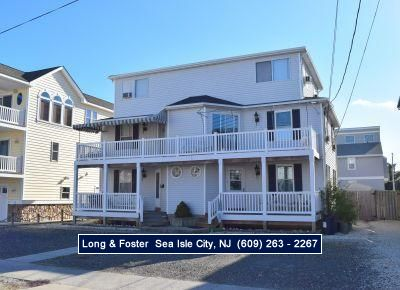 Photo for 4 bedroom 2 bath beachblock townhome in TI. Enjoy the southern end of Sea Isle in this great home