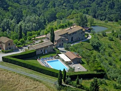 Photo for Nice apartment with pool, WIFI, pets allowed, panoramic view and parking, close to San Gimignano