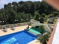 Significant villas with a great pool and close to Italy / France border - recommended