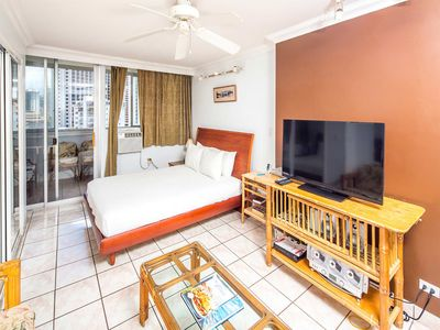 Upgraded w/Kitchenette, WiFi, AC, Flat Screen+Direct Sundeck Access–Waikiki Grand 1003