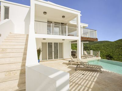 Luxury Villa Overlooking Jolly Harbour 3BR/3BA (Sleeps 6)