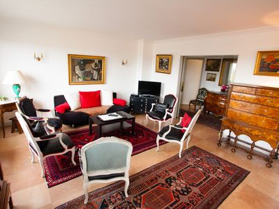 Photo for Beautiful apartment. spacious, comfort and refinement in the heart of Dijon