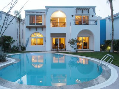 Photo for A wonderful 3 bedroom villa overlooking the sea offering a 5* experience