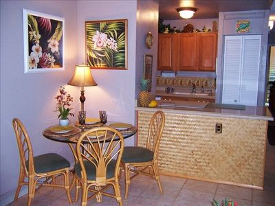Tropical kitchen and decor