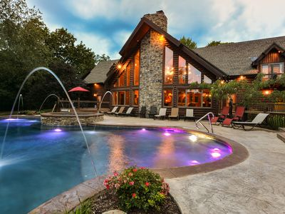 Private Luxury Lakefront Lodge-Hot Tub~ HUGE Pool~Theater~Close to Branson