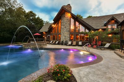 Gorgeous pool, hot tub & pavilion completed in 2017!