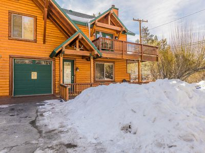 Beautiful Mountain Log Style Home With Great Location. Hot tub & ping pong table