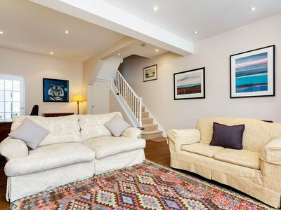 Photo for 4 bed home in lovely Brook Green by Kensington. Great transport links (Veeve)