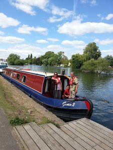 Photo for Cruise At Your Own Pace on the beautiful Thames. Ideal for couples and families.