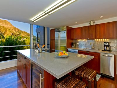 Oceanfront Condo w/Views of Diamond Head & Seaside Pool. Executive Gold Coast