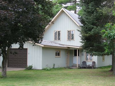 Beautiful Chalet on the Upper Manistee River (Pet Friendly), 2 Bed Rooms