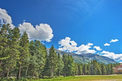 Have the Alberta retreat of a lifetime when you book this vacation rental cabin.
