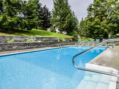 Photo for Cozy mountain condo w/ shared pool, hot tub, sauna - close to slopes & golf!