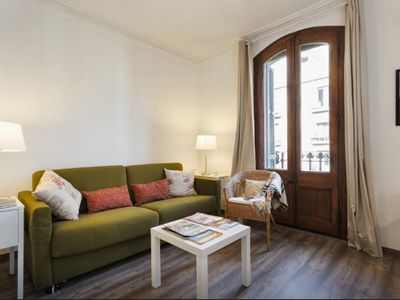 Photo for Cozy apartment 5 minutes walk from Casa Batllo. AC and free WiFi