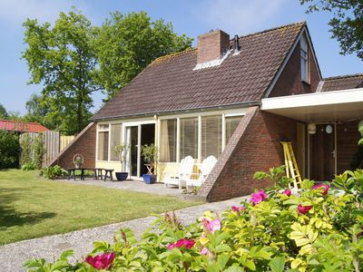 Photo for Cosy Holiday Home in Lauwersoog by the Lake with jacuzzi