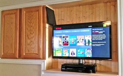 Wi-Fi, HD TV & Blue Ray player, local network TV stations & Netflix..