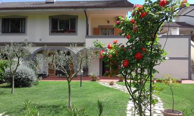Photo for Charming Rose House in Via delle Rose