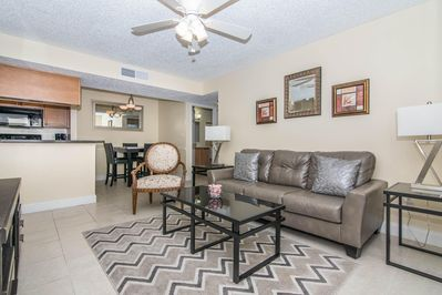 Special Promotional Discounts for October - December!! Corner Unit - 2  bedroom 2 bath - Close to do - Brandon