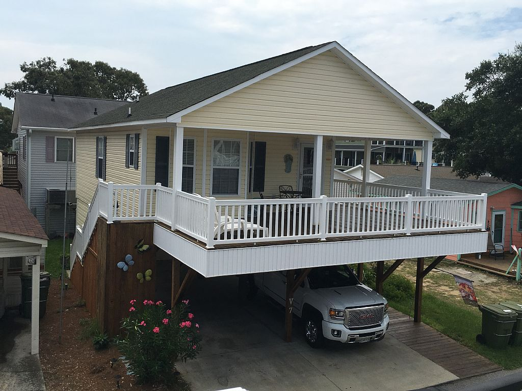 3 Bedroom 2 Bath Raised Beach House Limogolf Cart Included