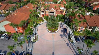 Photo for 2 bedroom deluxe villa  with room for 8 people , 6 miles from Disney World!