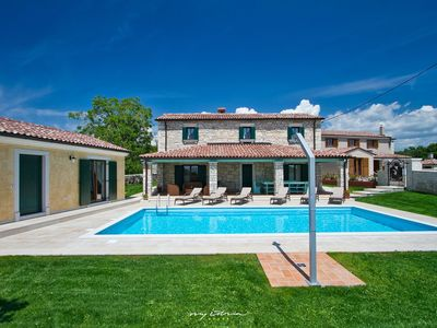Photo for Beautiful stone villa with pool in Central Istria